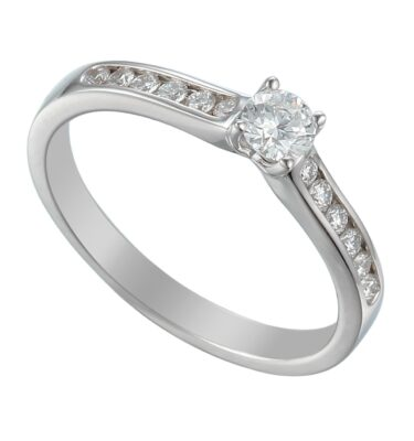 solitaire brilliant-cut diamond engagement ring